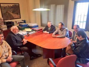 El director d'Aigües de Manresa, Josep Alabern, amb la comitiva d'ERC-MES Terrassa