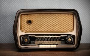 """""""la televisió absorbeix, la  ràdio acompanya. Fem que a Terrassa la ràdio continuï acompanyant les nostres vides"""""""