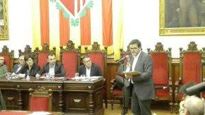 """Isaac Albert: """"Ddefensem les entitats municipals i autonòmiques, que actuen amb proximitat davant dels problemes i que quedaran excloses per no treballar a tot l'estat espanyol... I nosaltres som els nacionalistes?"""""""