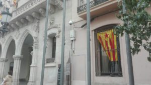 20161103-bandera-estelada-finestra-despatx-erc-mes
