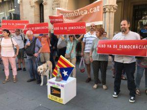 Durant el Ple, Terrassa per la Independència va acostar-se a l'Ajuntament per reclamar la implicació de l'Ajuntament en el Referèndum de l'1 d'Octubre