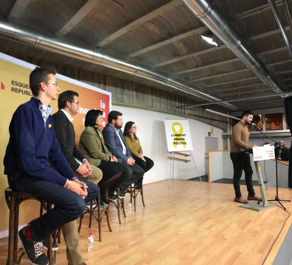 """Gabriel Rufián: """"A los que os llaman radicales, decidles que lo radical es una pelota de goma, no una urna. A los que nos molieron a palos el 1 de octubre, les moleremos a votos. Persistiremos y ganaremos!"""""""