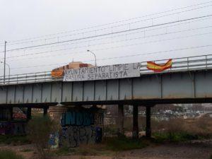 201801 pancarta basura independentista via tren