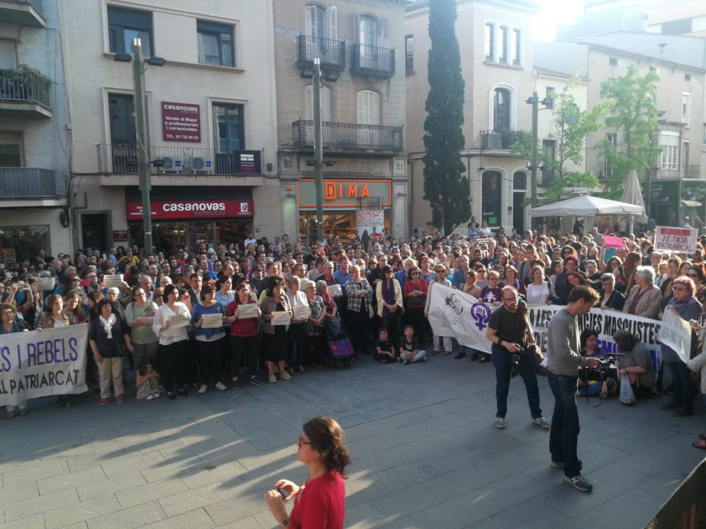 Concentració davant Ajuntament de rebuig a la sentència de La Manada