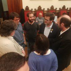 INDIGNACIÓ COMPARTIDA AL CARRER, POPULISME POLÍTIC AL PLE