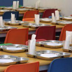 L'Ajuntament ha de garantir els drets de la infància als menjadors escolars