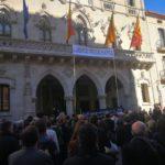 Imatge de la concentració  davant l'Ajuntament per protestar davant l'inici del judici polític de l'1 d'octubre.